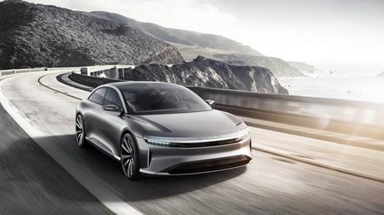 燃料汽车肯定是氢能产业中的大块头。 2017年9月份上海正式发布文件,规划2020年建设5座至10座加氢站,燃料电池汽车示范运营3000辆;2025年建设50座加氢站,燃料电池车3万辆;2030年实现产业年产值3000亿元。 2018年1月份,武汉市氢能产业发展规划建议方案出炉。规划建议,到2025年,力争氢能燃料电池全产业链年产值突破1000亿元,成为世界级新型氢能城市。 1、氢燃料汽车与电动车对比 充电时间:加氢只需3分钟,快充电动车至少半小时; 续航能力:一般电动车也就200km左右。而加注一次氢气